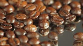 макрос кофе завтрака фасолей идеально изолированный над белизной видеоматериал