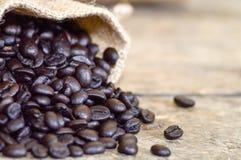 макрос кофе завтрака фасолей идеально изолированный над белизной стоковые изображения