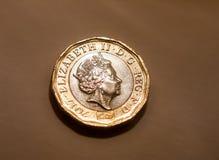 Макрос монетки английского фунта Великобритании Англии изолированный Стоковое Изображение RF