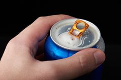 Макрос открытой банки пива Стоковые Изображения RF