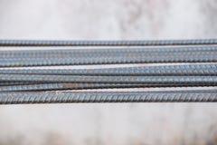 макрос поля глубины штанг конспекта конкретный усиливает сталь штаног отмелую к использовано Стоковые Фотографии RF