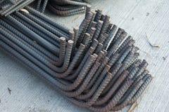 макрос поля глубины штанг конспекта конкретный усиливает сталь штаног отмелую к использовано Стоковые Изображения RF