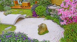 макрос сада сгреб укрепленное песком Дзэн камней 3 Стоковая Фотография