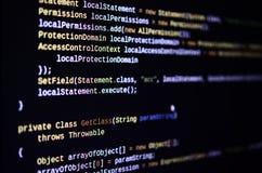 Макрос снял линии передачи команд на мониторе компьютера офиса Концепция работы ` s программиста Линия информации пропускает стоковые изображения rf