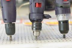 Макрос снятый встречного бурового наконечника раковины в цыпленке Электрический сверлильный аппарат стоковые изображения