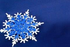Макрос снятый от снежинки абстрактная зима предпосылки Стоковая Фотография