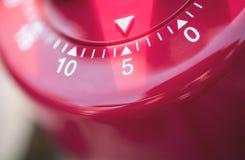 Макрос таймера яичка кухни - 5 минут Стоковые Фото