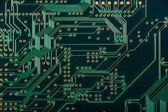 Макрос pcb монтажной платы радиотехнической схемы в зеленом цвете стоковое фото