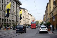 Максимилиан-улица Мюнхен дорожного движения Стоковые Изображения RF