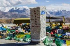 Максимум вверх в горах, Тибете стоковое изображение