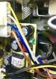 Макулатурный картон с проводами стоковые фото
