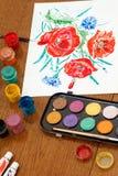 Мак цветет чертеж на белом листе бумаги Стоковое Фото