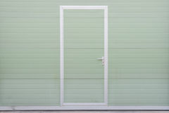 Малая дверь гаража стоковые фото