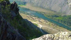 Малая деревня в ущелье горы видеоматериал