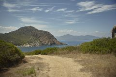 Малая дорога то водит к пляжу Стоковое Фото