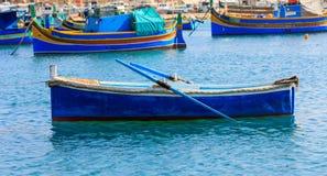 Малая рыбацкая лодка на порте Marsaxlokk, Мальты крупного плана eyedroppers высокий разрешения взгляд очень Стоковые Изображения
