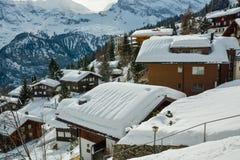 Малая снежная деревня Murren в Bernese Альпах Стоковое Изображение