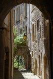 Малая старая улица в гребне стоковое изображение