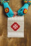 Малая сумка подарка tote холста с красным смычком Стоковые Изображения RF