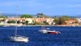 Малая шлюпка ` s грешника на Средиземном море в Франции акции видеоматериалы
