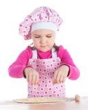 Маленькая девочка варя пиццу Стоковое Изображение