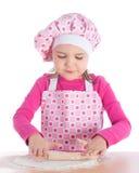 Маленькая девочка варя пиццу Стоковое фото RF