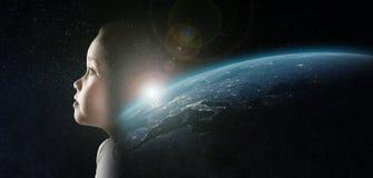 Маленькая девочка в космосе Стоковые Изображения RF