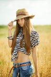 Маленькая девочка в поле Стоковые Фотографии RF