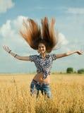 Маленькая девочка в поле Стоковое фото RF