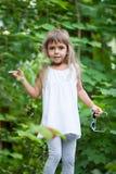 Маленькая девочка в пуще Стоковое Изображение