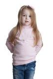 Маленькая девочка в свитере и джинсыах стоковые изображения