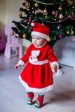 Маленькая девочка в costume Санта стоковые изображения