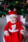 Маленькая девочка в costume Санта стоковая фотография rf