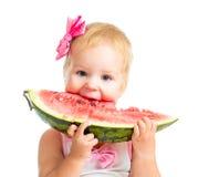 Маленькая девочка есть арбуз изолированный на белизне Стоковое Изображение RF