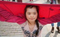 Маленькая девочка имеет потеху Стоковые Изображения RF