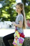 Маленькая девочка используя таблетку ПК Стоковые Фото