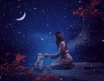 Маленькая девочка касаясь симпатичному маленькому волку Концепция фантазии стоковые фото