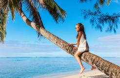 Маленькая девочка на каникуле пляжа Стоковое Изображение