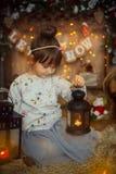 Маленькая девочка на Рожденственской ночи Стоковое фото RF