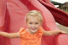 Маленькая девочка на скольжении стоковое фото