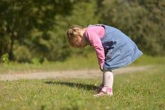 Маленькая девочка плача горько от возмущения стоковая фотография