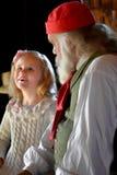 Маленькая девочка посещая St Nicholas на рождестве стоковая фотография