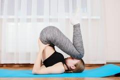 Маленькая девочка спортивная гимнастическая ответная часть Стоковое Изображение RF