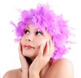 Маленькая девочка с пурпуровым париком от пер Стоковые Изображения RF