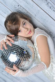 Маленькая девочка с шариком диско Стоковая Фотография