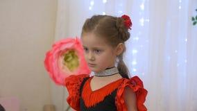 Маленькая девочка фламенко сток-видео