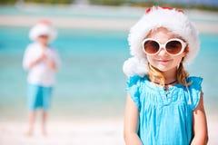 Маленькая девочка в шлеме Санта Стоковые Изображения