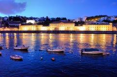 Маленькие лодки на реке Douro на ноче стоковое изображение