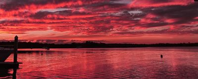 Малиновый морской Seascape захода солнца Стоковое Фото