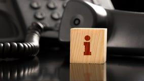 Малое красное письмо i на малом деревянном блоке Стоковая Фотография RF